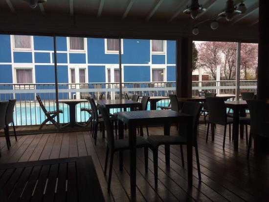 Hotel Restaurant Argos : Beau cadre au milieu d'une zac