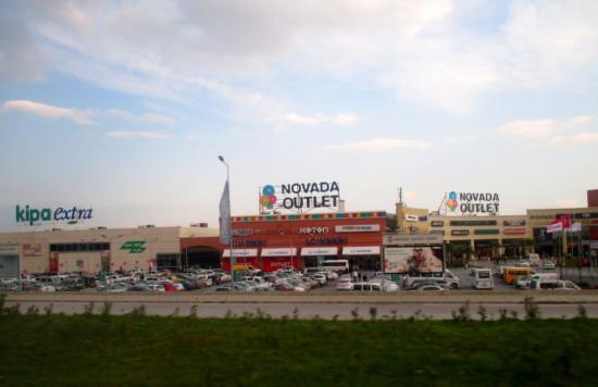 Soke, Turkey: Yoldan Novada outlet görüntüsü