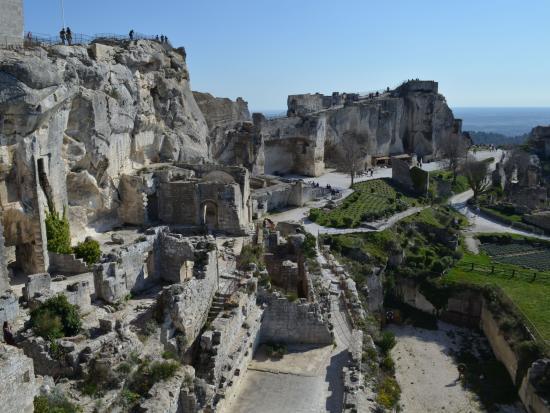 Vue paysage picture of chateau des baux de provence les - Office du tourisme des baux de provence ...