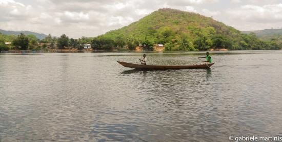 Akosombo, Ghana: I due fratelli a Pescare