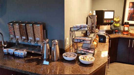 La Cuesta Inn: Breakfast bar