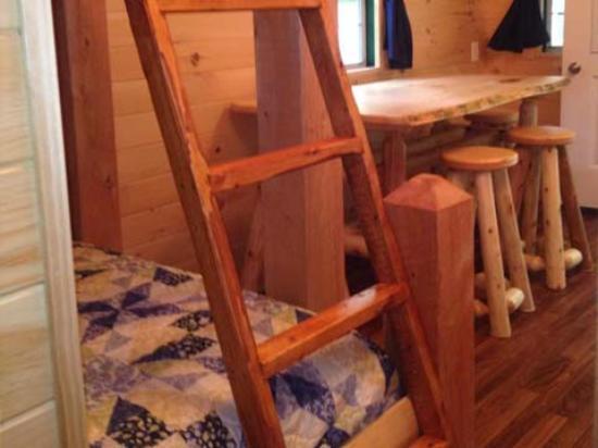 Shelburne, Nueva Hampshire: Inside Cabin w 1/2 Bath