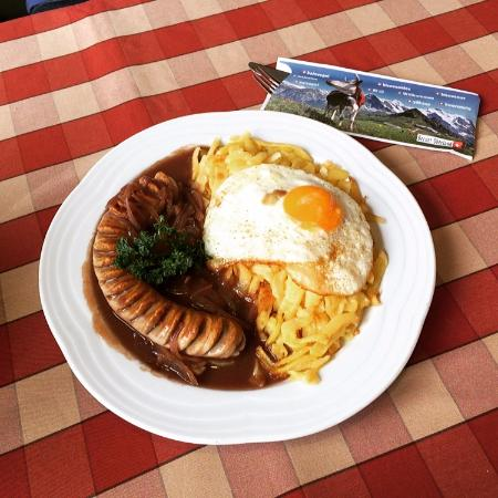 Hotel Jungfrau - Restaurant Gruebi: Hausbratwurst Rösti - Hash brown potatoes with veal/pork sausage and onion sauce