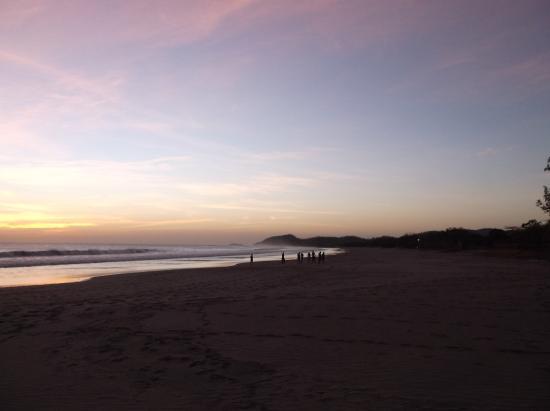 The Sunset Villas: Beachset / Coucher de plage