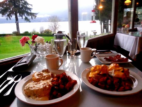 Roosevelt Dining Room: view at breakfast