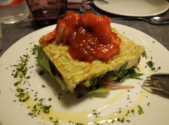 Suesa, Espanha: Ensalada Margarita, con guacamole y gambas. Impresionante!