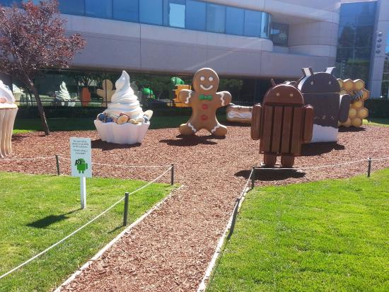 Google Android Lawn Statues: Android Garden Statues 1