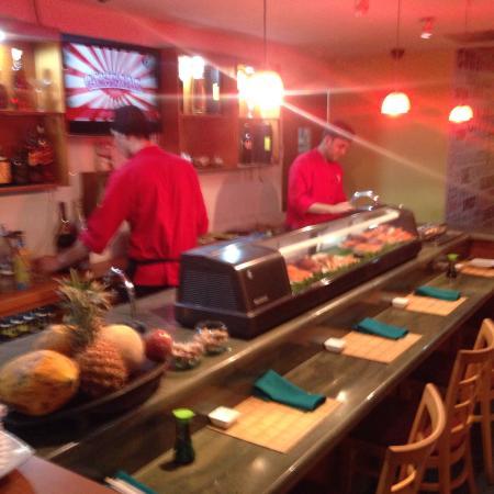 Umi Sushi Lounge : Fácil de llegar y estacionat