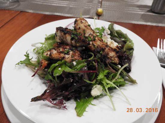 Kalorama, Australia: Destiny salad with chicken