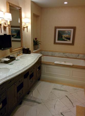 Fairmont Grand Del Mar: Bathroom 1
