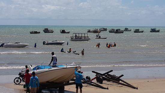 Rio do Fogo, RN: Saída das lanchas na praia