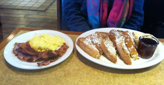 Greencastle, Pensilvania: Eggs, Bacon and French Toast