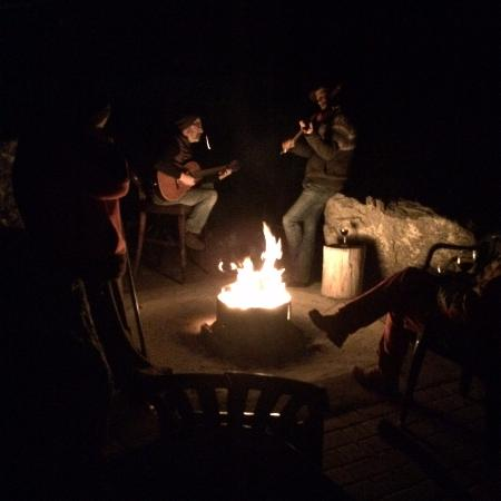 Cawston, Canadá: Music by the bonfire