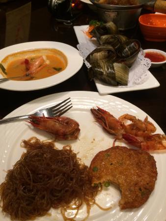 Hehua Thai Restaurant (Huamao Tiandi0: glass noodles, leaf wrapped chicken, tom yum soup