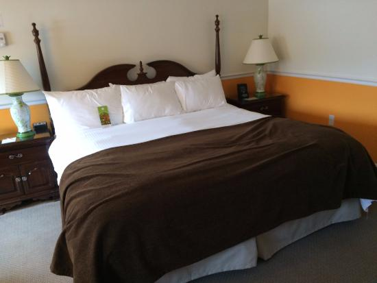The Essex, Vermont's Culinary Resort & Spa: King Bed