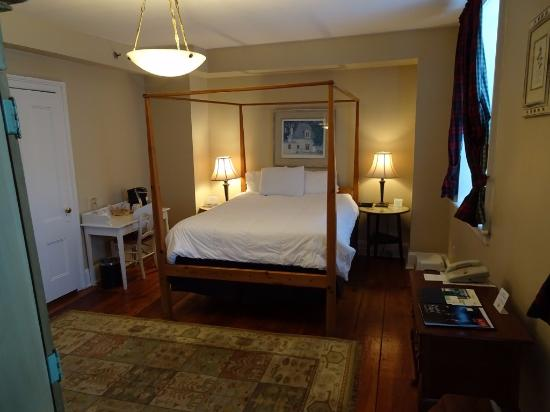 Beekman Arms And Delamater Inn: Third Floor Room