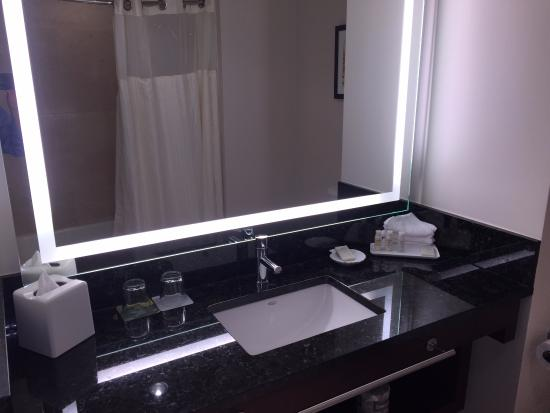 Renaissance Seattle Hotel: Bath Vanity Black Quartz Countertop