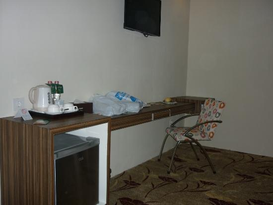desk and mini bar picture of travellers hotel phinisi makassar rh tripadvisor com