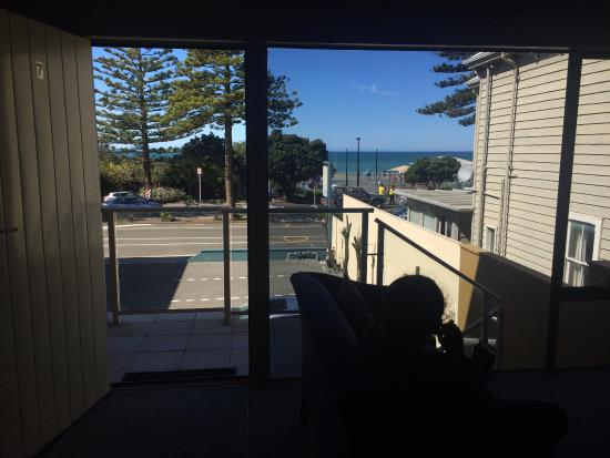Motel de la Mer: Looking out from Room 7 towards the beach and playground.