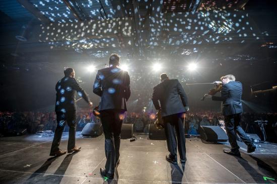 Forde, Norvegia: Fiddlers' Bid på opningskonserten: World ConneXions, 2015. Foto. Geir Birkeland