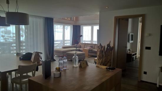 CERVO Zermatt: Living room from kitchen