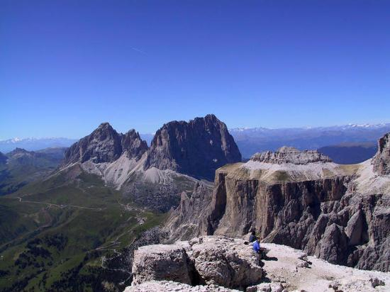 https://media-cdn.tripadvisor.com/media/photo-s/0a/bc/c6/f6/il-sassolungo-dal-sass.jpg