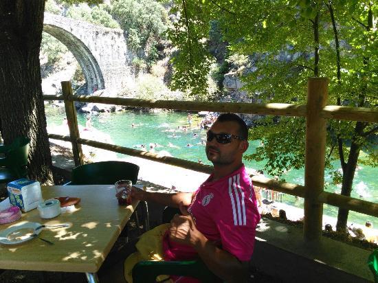 Puente romano madrigal de la vera fotograf a de vera for Madrigal de la vera piscinas naturales