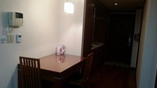 M Chereville Serviced Apartment: 20160303_224613_large.jpg