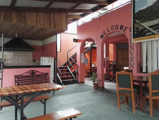 Hotel Dorothy: Recepción, cocina y comedor