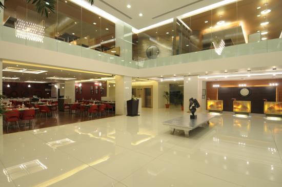 Starottel Ahmedabad : Lobby.