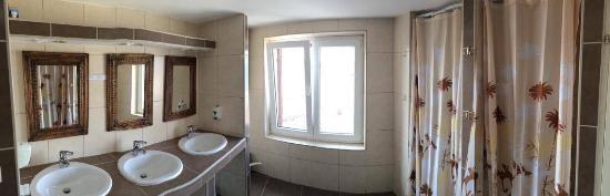 Indigo Hostel : Ocean view bathroom
