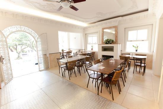 Couve e Flor restaurante LTDA: Salão principal