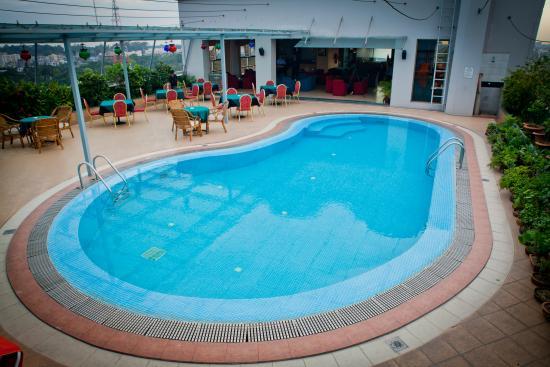 The Peninsula Chittagong: Sky Pool