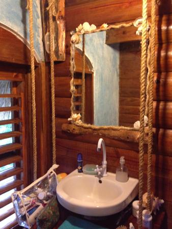 Chalet Tropical Village: Very nice private bath with shower