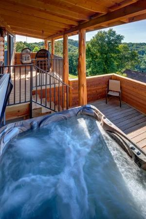 Lake Shore Cabins on Beaver Lake: Brand New Hot tub Treetop Suite