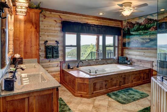 Lake Shore Cabins on Beaver Lake: NEW Treetop Suite