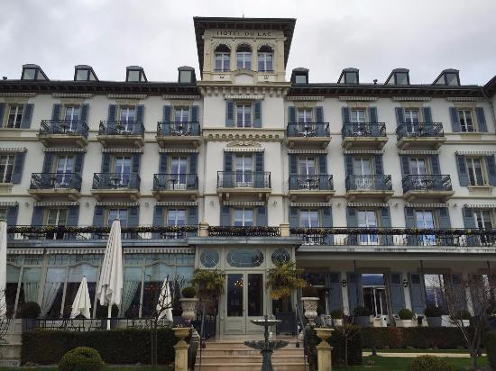 grand hotel du lac You have 5 ways to get from montreux to grand hotel du lac, vevey the cheapest way is line 201 bus which costs sfr 2 the quickest way is taxi which takes 6 mins.