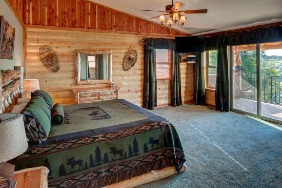 Lake Shore Cabins on Beaver Lake: Treetop Master Bedroom