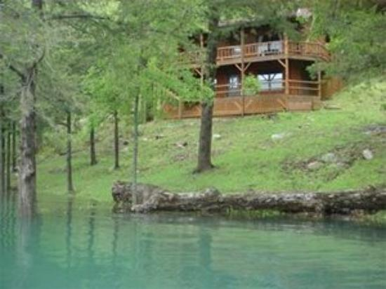 Lake Shore Cabins on Beaver Lake: Steps from the water's edge!