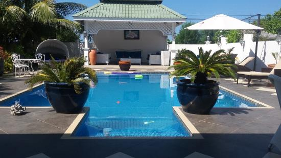 Le Bonheur Villa: Pool just next to the large alfresco dining and living room area.