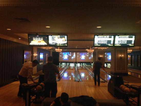 High Rollers Luxury Lanes and Lounge: Eine der Bowlingbereiche