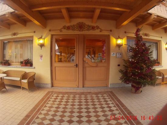Beverly Hotel: ingresso principale dell'albergo