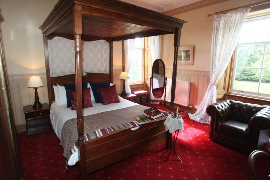 Columba House Hotel: Four poster bedroom