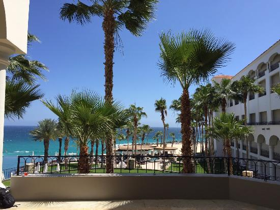 Hilton Los Cabos Beach & Golf Resort: View from off the lobby area
