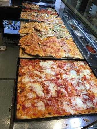 Il bancone - Picture of Pizzeria Marino De Minicis, Sarnano ...