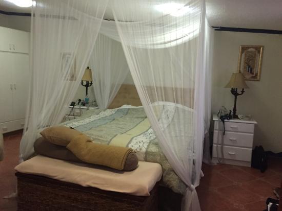 كلوب أرياس بد آند بركفاست: Bedroom Suite 3