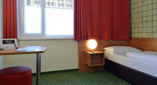 B&B Hotel Frankfurt-West : Barrierefreies Zimmer