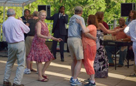Sutton, Δυτική Βιρτζίνια: Melody and the dancers at the WV Music Hall of Fame Garden Party, with Landau Eugene Murphy Jr.