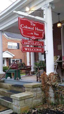 Colonial House on Main Bed & Breakfast: front porch