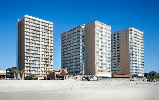 Sands Ocean Club Resort: Beach view of Resort